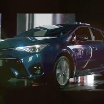 TOYOTA AVENSIS automobilio pristatomasis video Filmuota  3h. Sumontuota per 1d.