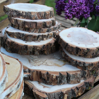Fantatsiškai gražūs mediniai padėkliukai. Daug padėkliukų! :)