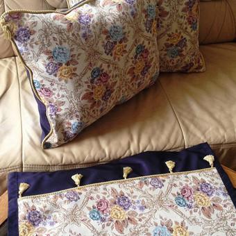 Deko pagalvės ir takelis iš gobeleno su apdaila