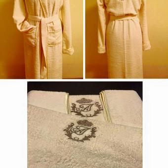 Frotiniai siuvinėti chalatai ir rankšluosčiai