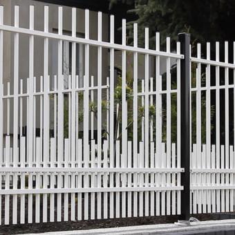 Metalo profilio tvoros vienas iš variantų.