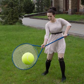 Šiemet trykštame naujovėmis. Pristatome Jūsų dėmesiui dar vieną autorinį darbą – teniso/badmintono raketės XXL dydžio. Kiekviena raketė sveria 2,5 kg, todėl laikyti ją žaidėjui tenk ...