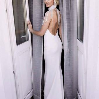 Netradicinė Nuotakos suknelė iš dviejų dalių.  Iškilmingai ceremonijai- ilgas, nusegamas sijonas.