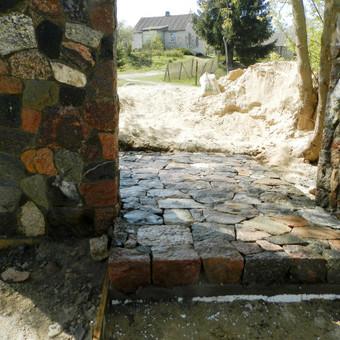 Antalieptė skaldyto akmens grindinys