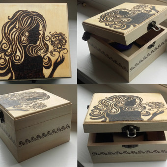 Daili dėžutė damai, kurioje galima laikyti kosmetiką, papuošalus ar mažas paslaptėles :)
