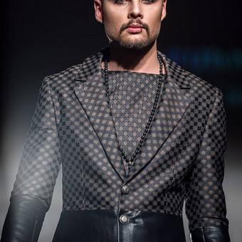 Šilko ir dirbtinės odos vyriškas kostiumas.