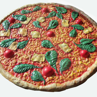 Deokratyvinė picos skulptūra Delano picerijų tinklui. Dažytas gipsas, skersmuo 50 cm
