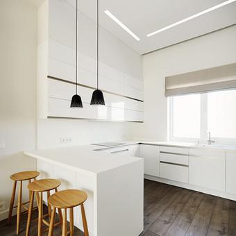 Nors virtuvės zonoje dominuoja balta spalva, točiau nereikia baimintis, kad po poros metų  apsidaužys kampai ir baldai praras savo išvaizdą, nes jie pagaminti  iš itin atsparių medžiagų.   ...