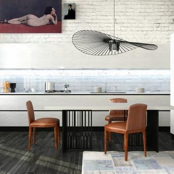 Moderni, minimalaus stiliaus virtuvė - šviesaus, pieno baltumo medžio tekstūra derinama su lygaus dažyto MDF fasadais suteikia virtuvei švaros ir lengvumo