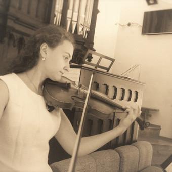 Solo grojimas smuiku bažnyčioje