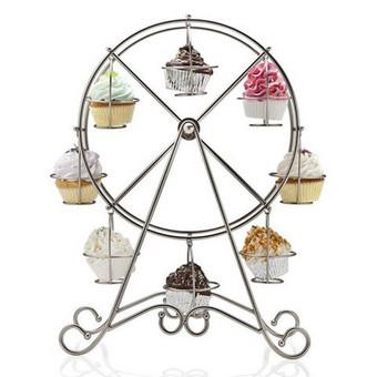 """Metalinė stalo dekoracija """"keksiukų karuselė"""", aukštis 45 cm, telpa 8 keksiukai, nuomos kaina - 4€"""