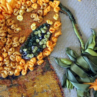 Vincentas van Gogas. Saulegrazos.  Sieninis paveikslas gobelenas. Ranku siuvinejimas juostelemis ant gobeleno reprodukcijos, panaudota trapunto technika. Toks originalus paveikslas pridės individu ...