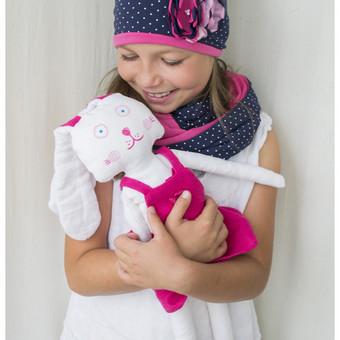 Rankų darbo žaislai ir drabužėliai pasiūti iš 100% lino medžiagos, veidukas pieštas tekstiliniais dažais, nenuplaunami, patogu išskalbti. Individualūs pageidavimai vardų, datų ar kt. u ...