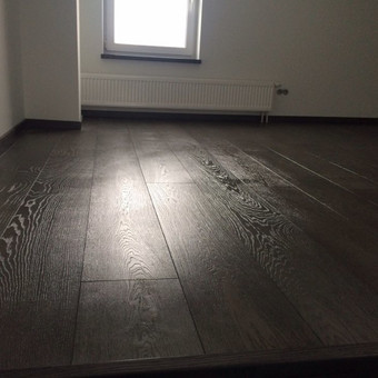 Tamsios, prabangios grindys
