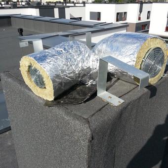 Oro išmetimas virš stogo bei gartraukio vamzdis, per kurį bus šalinamas užterštas oras iš virtuvės. Viskas izoliuota vata tam, kad vamzdžiai nesikondensuotų dėl temperatūrų skirtumų bei ...