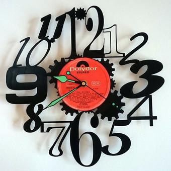 Laikrodis iš vinilinės plokštelės.