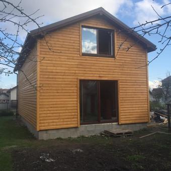 nugriautas senojo namo stogas, padidinti pamatai, iškeltas antras aukštas, iš 40 m2 namo gavosi dviejų aukštų 120 m2 karkasinis namas. Šernai