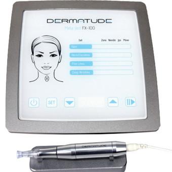 """Deramatude Meta Terapija Metaterapija – tai medicininė ir estetinė audinių aktyvavimo terapija (Medical & Esthetical Tissue Activation).  Tai moderni grožio industrijos inovacija, odą jauninamoji  procedūra, skirta odai drėkinti  ir atkurti, kovoti su jos senėjimu. Metaterapija yra 100 % natūrali odos procedūra, kai nenaudojama jokių injekcijų.  Naudojant įrenginį """"Dermatude Meta-Ject FX 100"""" ir rankinį valdiklį su itin plonų adatėlių moduliu, odoje padaroma mikroperforacijos (mikrodūriai). Oda į mikroperforacijas reaguoja kaip į pažeidimą ir aktyvuoją natūralų odos atkūrimo procesą. To pasekmė – stimuliuojama kolageno ir elastino gamyba (taip vadinama kolageno indukcija). Procedūros metu oda taip pat prisotinama aktyvių veikliųjų medžiagų, kurios veikia labai tiksliai, specifiškai, atitinka odos tipą ir procedūros pobūdį. Meta Terapija yra saugiausias ir natūraliausias metodas iš visų invazinių metodų kovai prieš senėjimą, tačiau sparčiai atranda nišą mažinant kitas problemas (post akne randai, strijos ir kt.). Plačiau: https://www.facebook.com/notes/kosmetolog%C4%97-ingrida/deramatude-meta-terapija/636858229808604"""