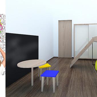 Minimalistinis vaiko kambarys su spalvinimo tapetu ir kreidine lenta, vaiko fantazijoms išlaisvinti.