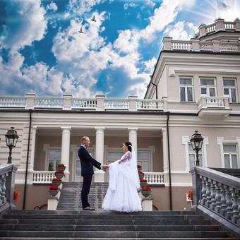 Priimu rezervacijas 2017-tų metų VESTUVIŲ SEZONUI Sezonas naujas, o kainos dar senos!  Didelės nuolaidos darbo dienoms ir žiemos sezono vestuvių šventėms. Fotostudija Vilniuje
