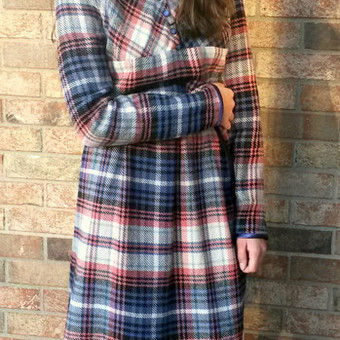 Pagal individualius matmenis sukurta ir pasiūta vilnonė suknelė