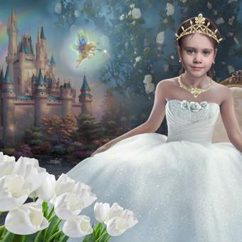 Mergaitė svajoja tapti princese. Veidelis tapytas iš nuotraukos