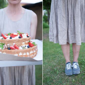 Per savo gimtadienį. Ten mano sesė su užsakytu Kotrynos Pliustaitės tortu per versliukai.lt (tortas buvo nuostabiai skanus, nuoroda: http://versliukai.lt/kepejai-konditeriai/vilniuje/kotryna-kk15 ...