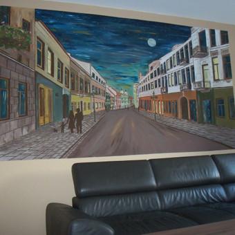 3m 60 cm  ilgio Kauno senamiesčio vaizdas . Ypatingas tuo, kad naktį pradeda šviesti, parduotuvių vitrinos ir mėnulis .