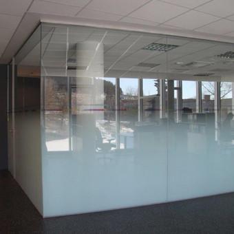 Techniškai labai sudėtinga padaryti gražų lygų perėjimą nuo visiškai matinio iki skaidraus stiklo