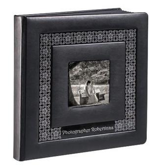 Fotoalbumai daromi iš Jūsų turimų ir naujai nufotografuotų nuotraukų. Kaina priklauso nuo fotoalbumo dydžio ir puslapių kiekio. Pvz. 25x25cm, 20 psl, odiniu viršeliu su langeliu Jūsų nuo ...