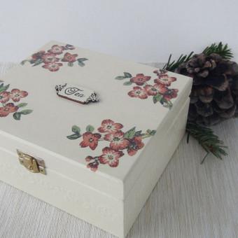 Medinė dekoruota dėžutė arbatai