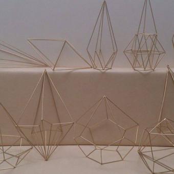 Įvairios geometrinės formos. Spalva aukso. Kiekis 24 vnt