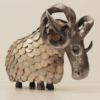 Kaltinė avino galva / kūnas suvirintas iš senų monetų / aukštis 25cm