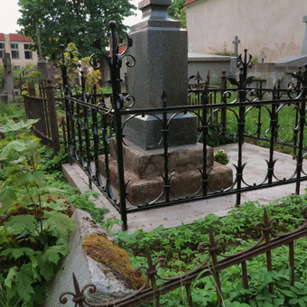 Restauruota kapinių tvorelė
