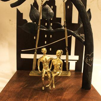 Skulptūra / žalvaris / kaltinis plienas / raudonmedis / graviruota plokštelė / lazeriu pjauta detalė / lietos skulptūros