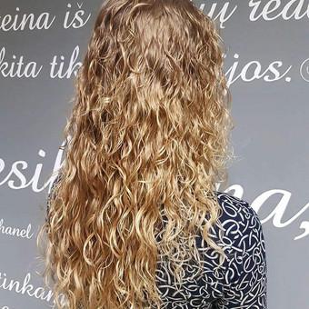 VITAMININIS plaukų garbanojimas Plaukų garbanojimo losjonas su kviečių proteinais. Be tioglikolio rūgšties ir amoniako. Formulė tinka visų tipų plaukams. Leidžia suformuoti tobulas, ela ...
