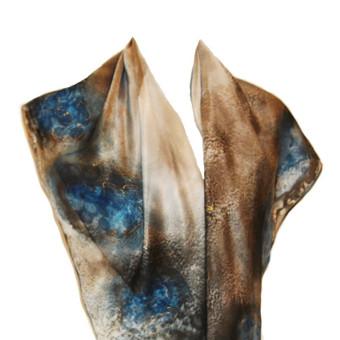 Natūralaus šilko rankomis tapytas šalis  be žodžių. Išmatavimai 45 x 150 cm, kaina 37.00 Eur