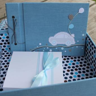 krikšto rinkinys: krikštadėžė, linkėjimų knygelė, kortelės.