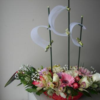 Dekoruojame gėlėmis įvairius suvenyrus, sukuriame floristinius darbus iš gyvų gėlių