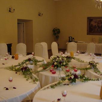 Puošiame patalpas, stalus gyvomis gėlėmis vestuvėms, krikštynoms ar kitoms šventėms