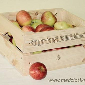 Įvairios medinės dėžės su logotipu ar norimu užrašu