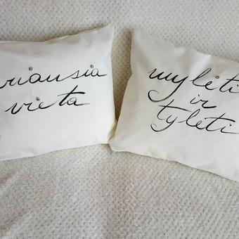 Rankų darbo pagalvėlės