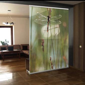 Skaitmeninė spauda ant PVC plėvelės, paklijuota ant stiklo , sumontuota.