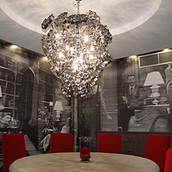 Skaitmeninė spauda ant 3M PVC plėvelės, laminuota grindų laminatu, užklijuota ant sienų 200 m2.