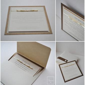 Kvietimas. Dvi dalys - kvietimo pagrindas su tekstu bei kaspinėliu (blizgus popierius) ir rankų darbo vokas.  Dydis - 160 x 160.
