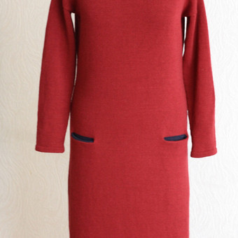 Maža... raudona... suknelė..