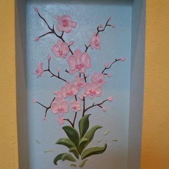"""Sienos dekoravimas meniniais lipdiniais.,, Orchidėja"""" sienos nišoje. Darbo trukmė 4 dienos."""