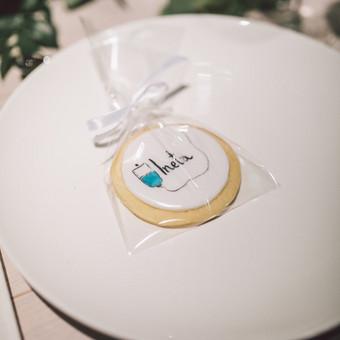Sausainis vestuvuvių dovanėlė ir vardo kortelė
