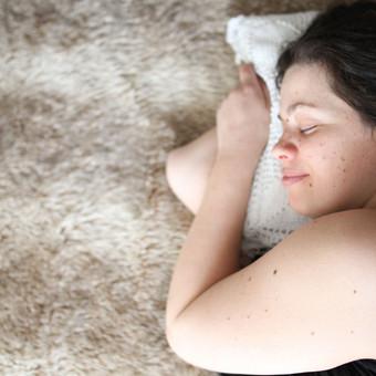 Nėsčiosios fotosesija natūralioje aplinkoje - namuose. Laukimo laikotarpis kupinas džiaugsmo ir laimės.