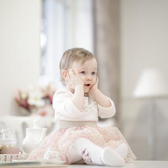 Vaikai sparčiai auga. Nepastebėsite, kaip greitai ką tik gimęs kūdikis žengs pirmuosius žingsnius, eis į darželį, pirmąją klasę. Žaismingos Jūsų vaikų nuotraukos Jus džiugins ilgai, ...